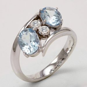 Anello con acquamarine ct. 2.15 e diamanti ct. 0.06